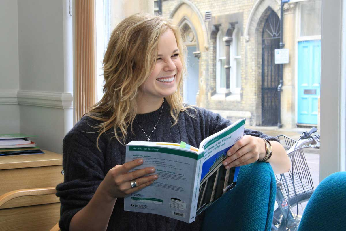 Стипендия на обучение в Oxford Tutorial College в 2018